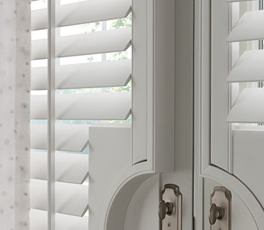 Graber Traditions® Composite Shutters bring the classic, refined look of shutters to rooms that require a particularly durable solution. Designed to not warp, fade, crack, or peel, these shutters are built to withstand the rigors of a busy household. Perfect for high-humidity areas, they are ideal in kitchens, laundry rooms, and bathrooms.
