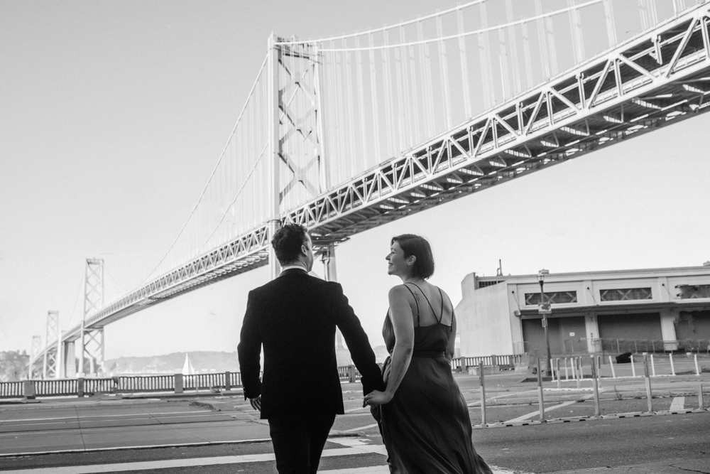couple-under-bay-bridge