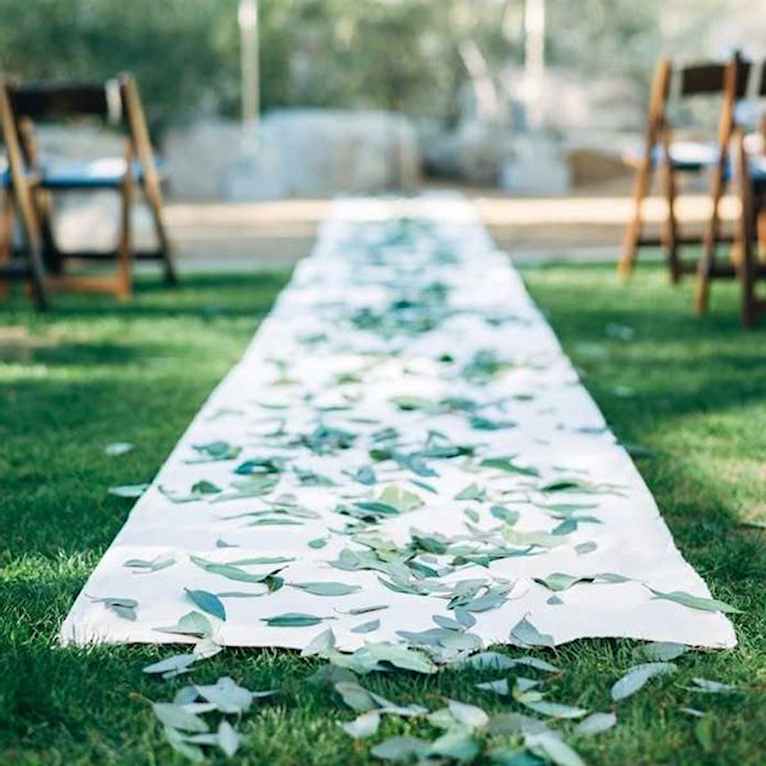 Best Wedding Aisle Runner Ideas For 2020: Pick The Perfect
