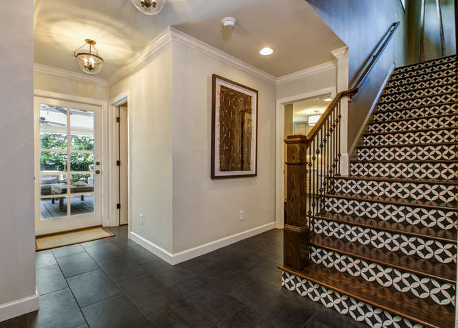 1023-S-Frankland-Rd-Tampa-FL-small-021-Hallway-Staircase-666×478-72dpi