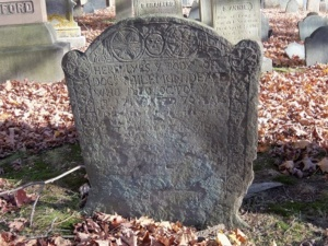 gravestone of dr. philemon dean sr. who died in 1716 in ipswich ma