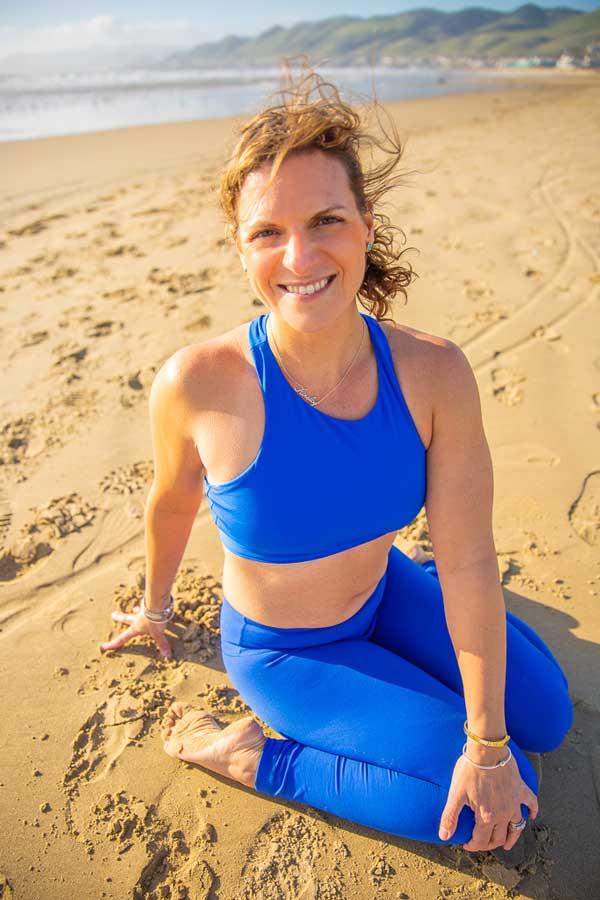 Niccola-Yoga-Asana-onthe-beach_2019-3