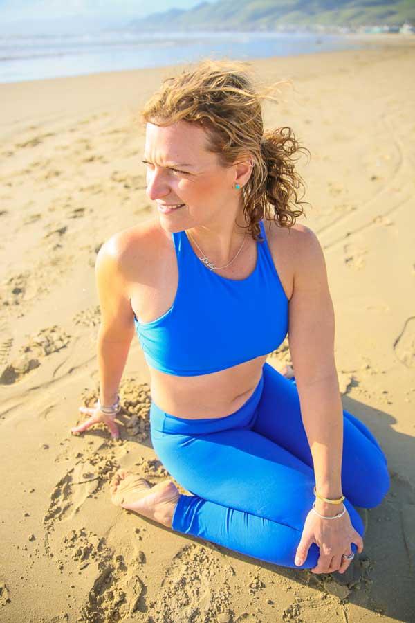 Niccola-Yoga-Asana-onthe-beach_2019-4