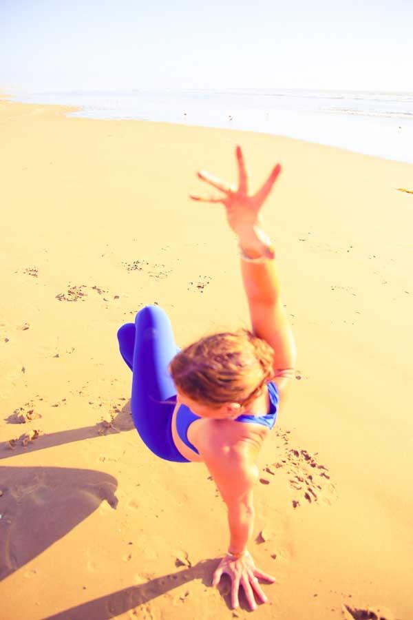Niccola-Yoga-Asana-onthe-beach_2019-5