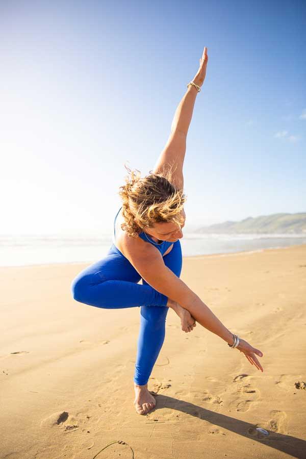 Niccola-Yoga-Asana-onthe-beach_2019-9