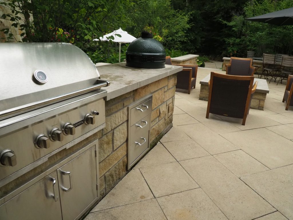 Outdoor Kitchens and Rooms