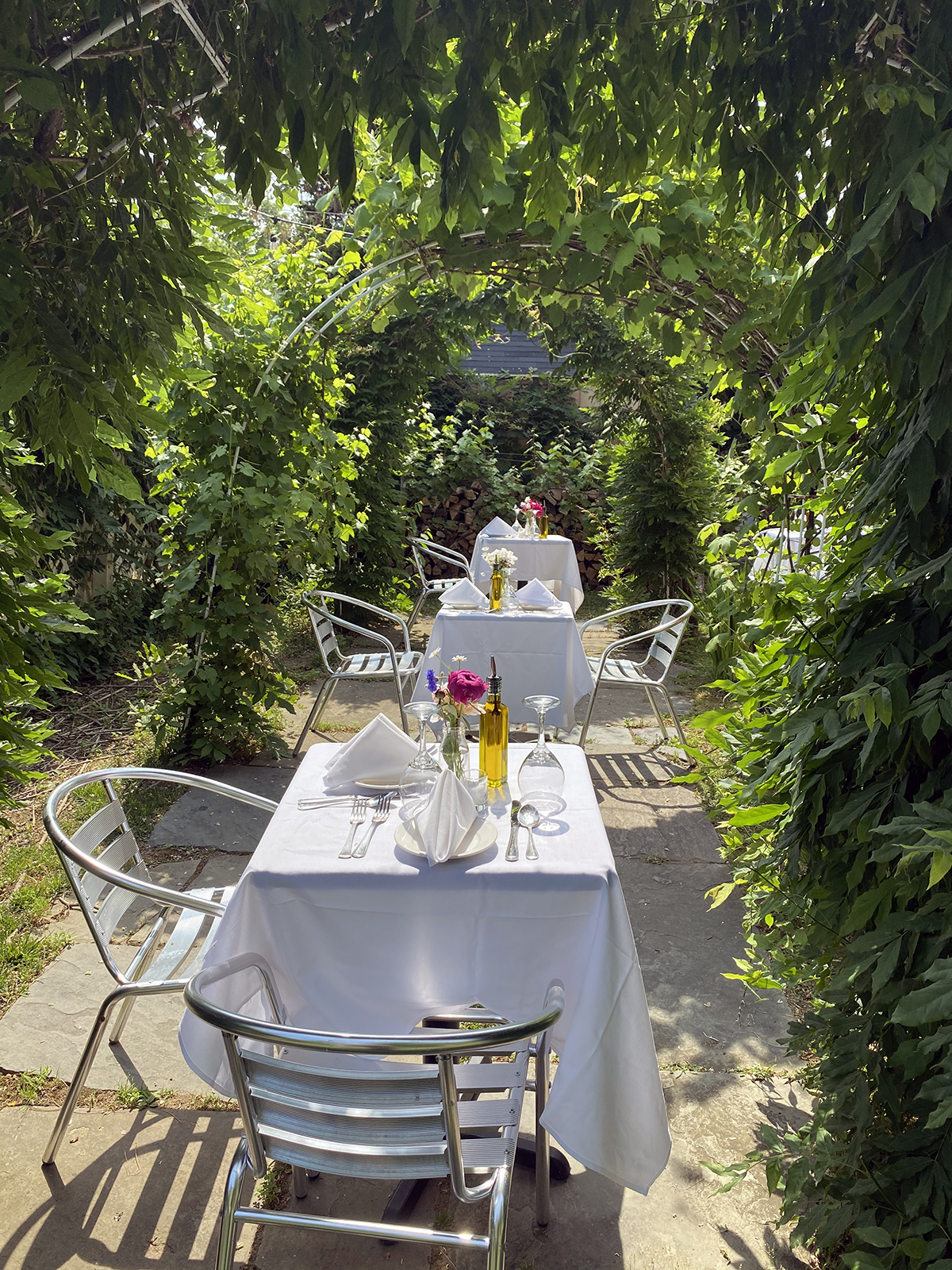 Outdoor dinning at IL Giardino in Aquebogue, NY