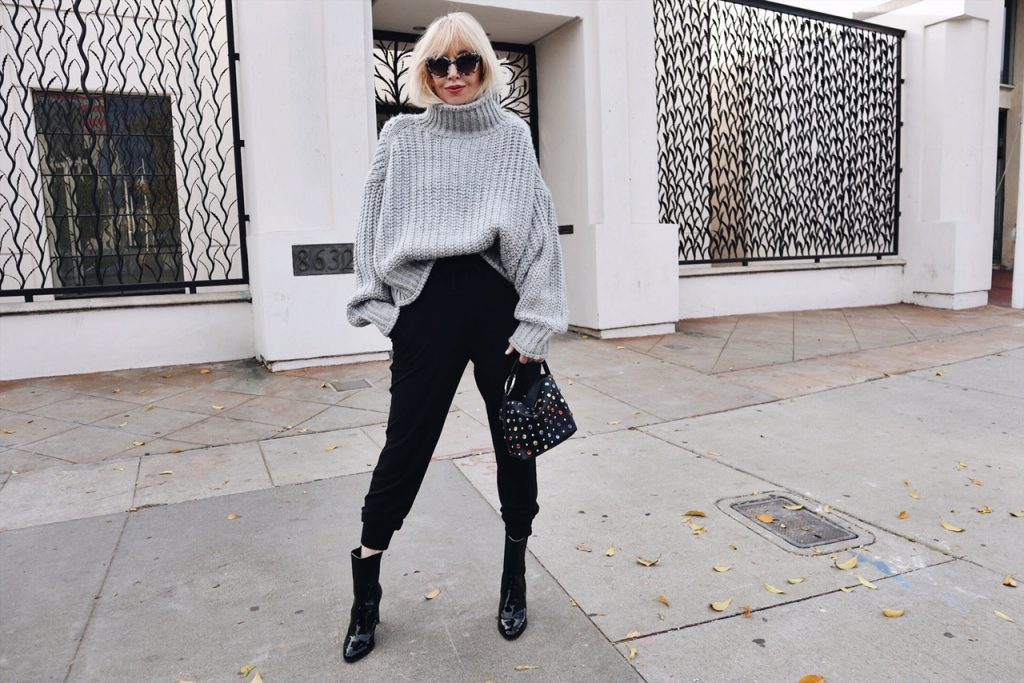 currently crushing, hm oversized sweater, chanel booties, studio 33 bag, tiffany sunglasses at sunglass hut, express joggers