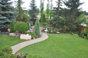 The garden invites visitors to stroll about.