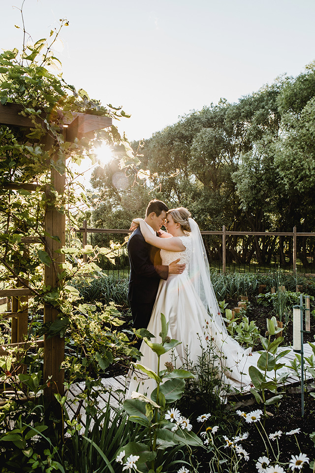 The garden is the perfect pllace for a wedding. It's just full of life, fertility and beauty.