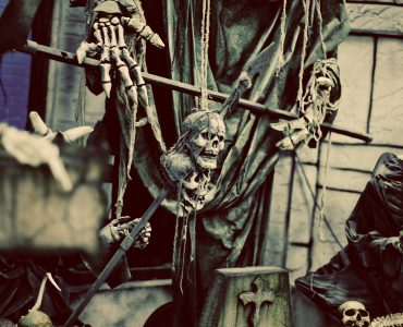 halloween-skeleton-hanging-on-wall-haunted-mansion