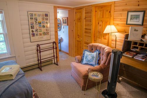 Bedrm-BlairBend-Riverside-Room-2ps