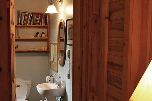 Bedrm-BlairBend-Riverside-Room-Bathroom4ps