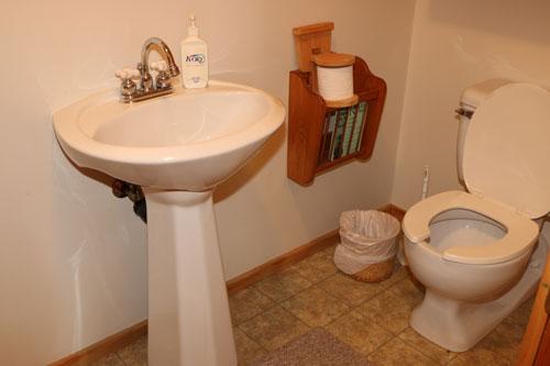 Bedrm-Heming-Lounge-Washroom4ps