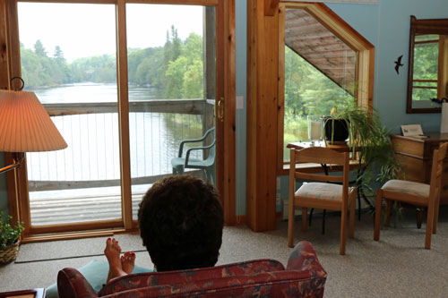 Bedrm-Walterwindsong-Riverview-Suite5ps
