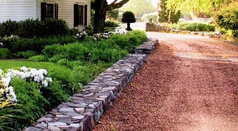 Driveway with salmon chip gravel
