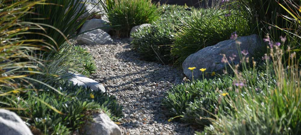 Creating A Good Looking Garden Without All the Upkeep