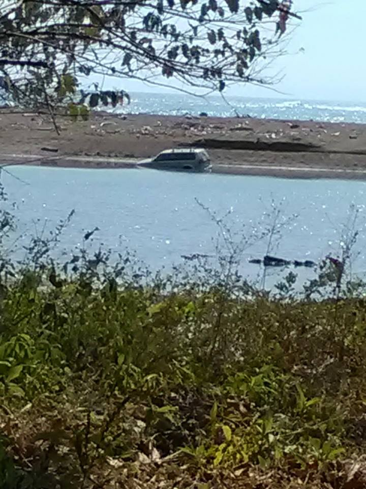 Car tried to cross a river in Costa Rica at High Tide