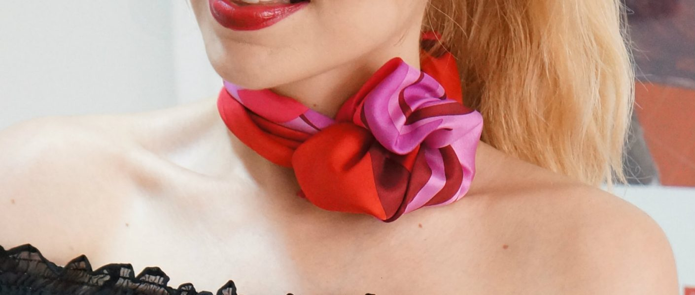 Como usar las pañoletas al cuello, como usar las bufandas, formas de usar un pañuelo al cuello