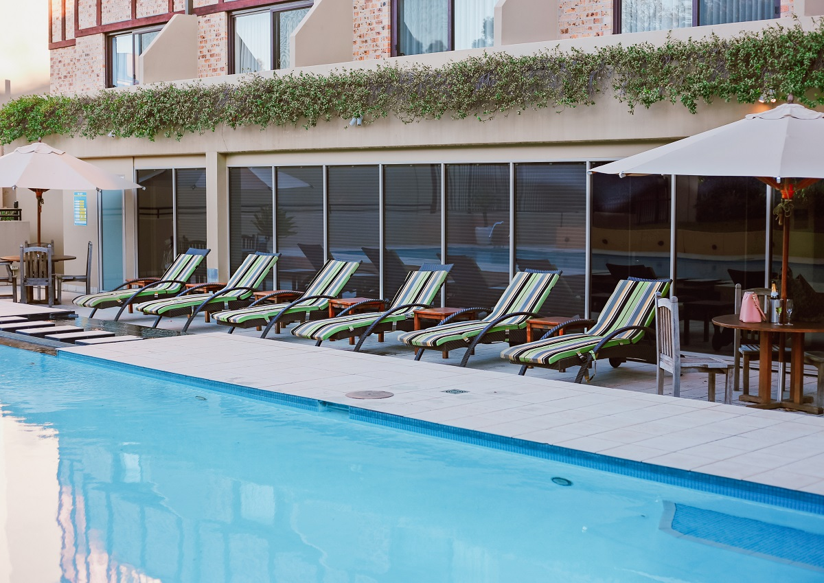 Hotel with heated pool Sydney