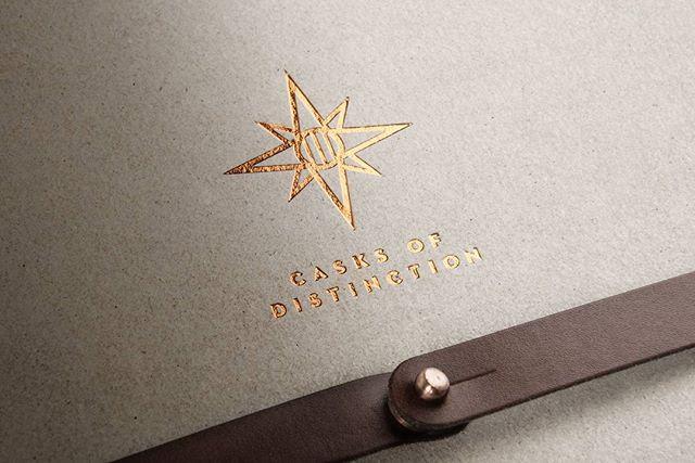 神秘星芒形狀的標誌