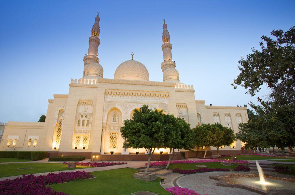 दुबई का प्रसिद्ध जुमेरा मस्जिद
