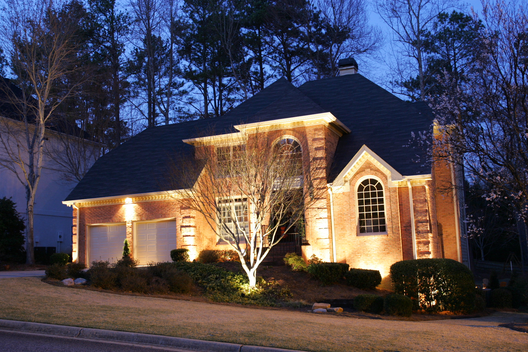 https://secureservercdn.net/198.71.233.197/f0f.f43.myftpupload.com/wp-content/uploads/2017/02/Landscape-Lighting-Birmingham-Alabama-Curb-Appeal-BlueSkyRain.com_.jpg