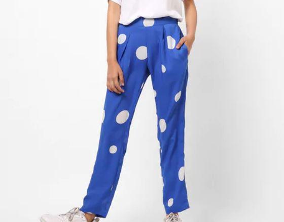Polka dot printed pants with pleats