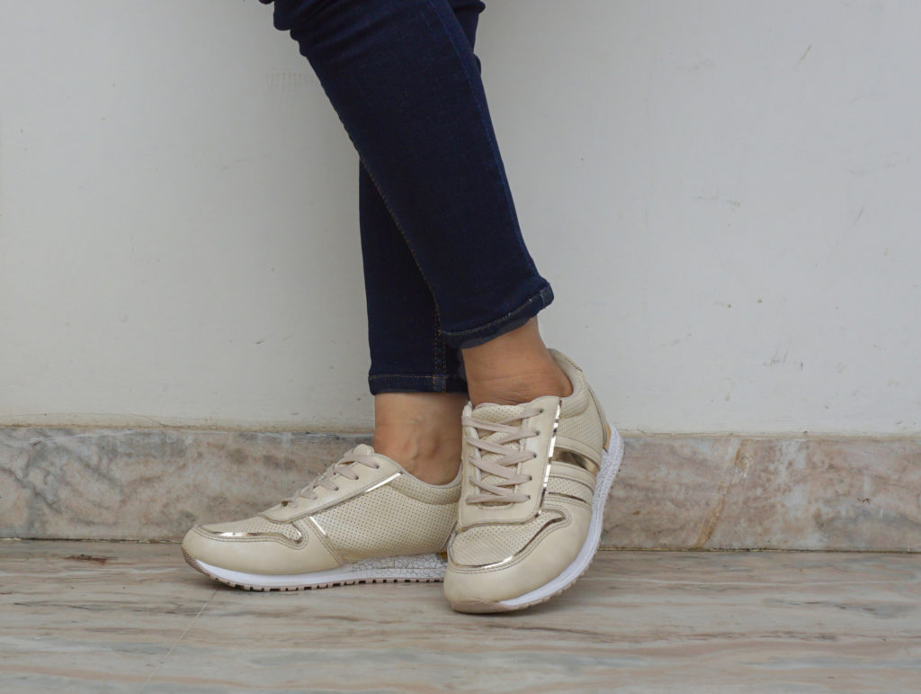 What shoes to wear with skinny jeans- sneakers