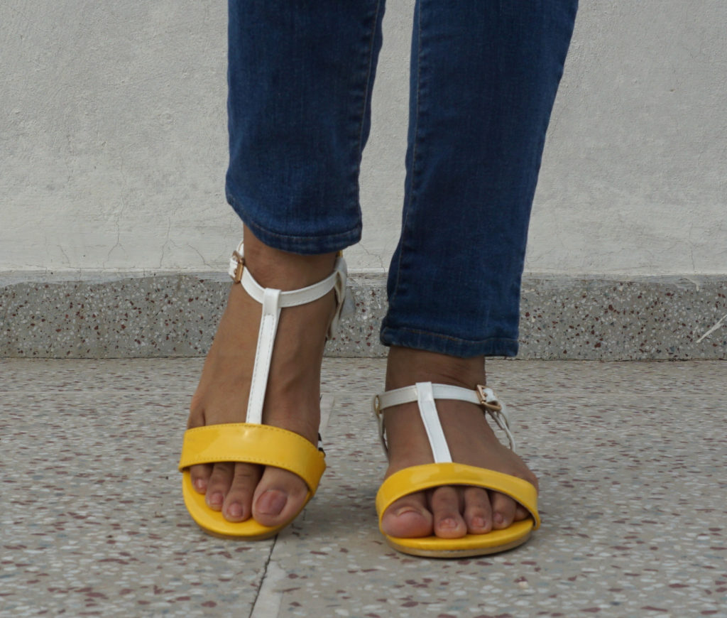 shoes with skinny jeans-t-strap sandals