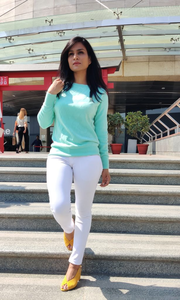 white-skinny-jeans-mint-sweater