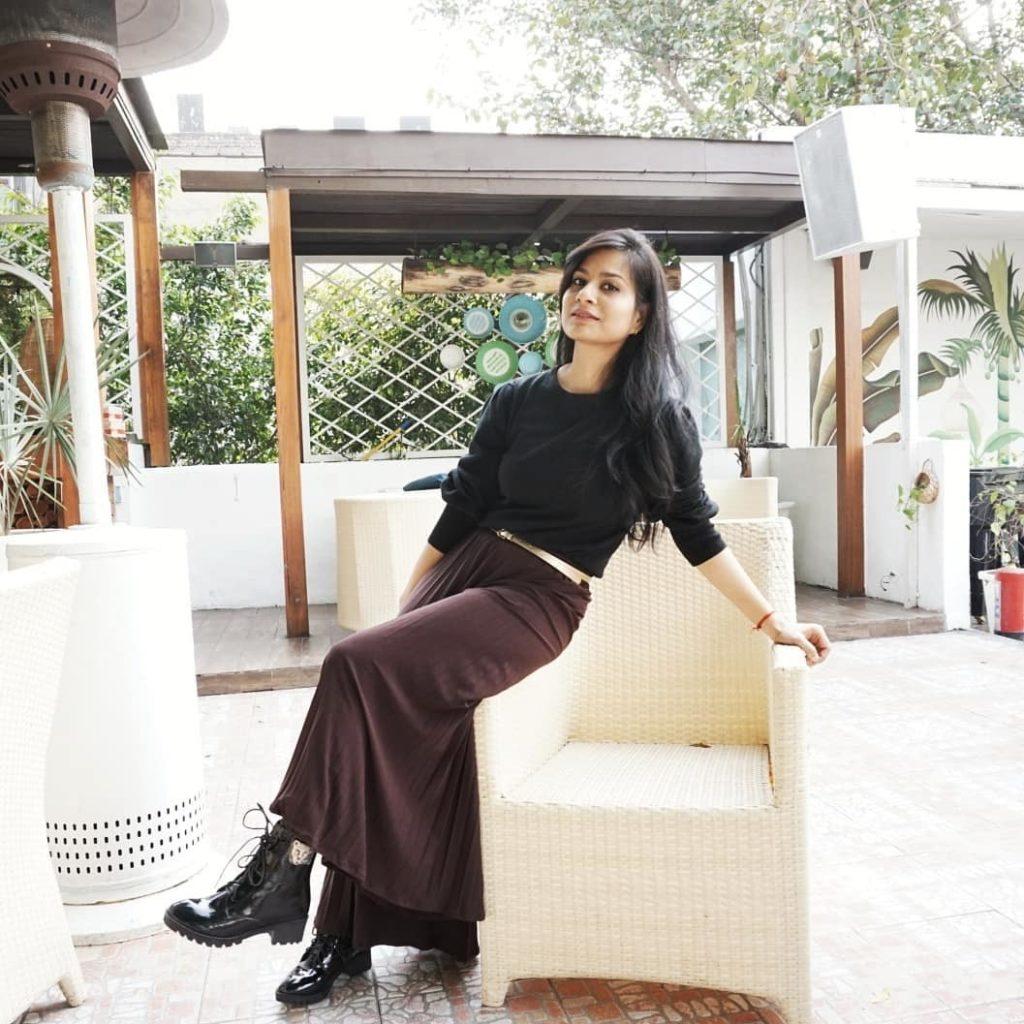 neha-khandelwal-combat-boots-winter-trends-2020