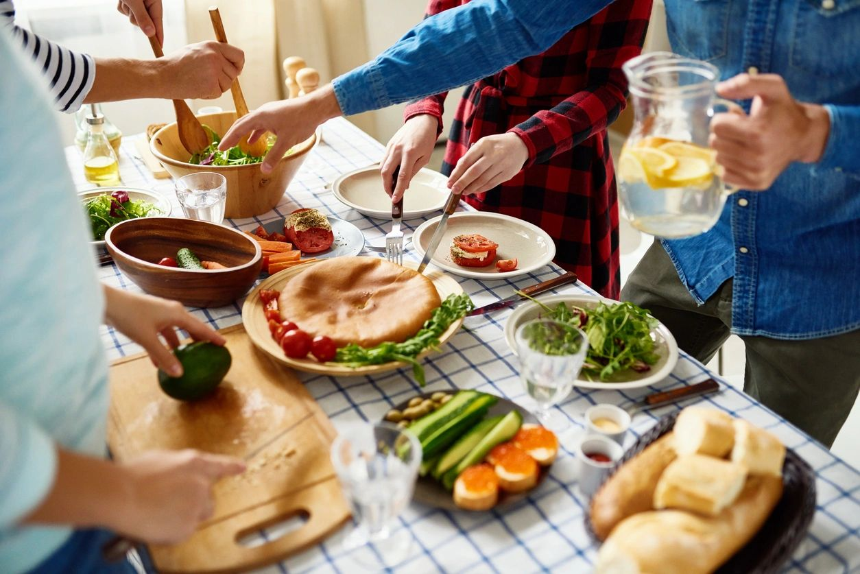 Family dinner, holiday, thanksgiving