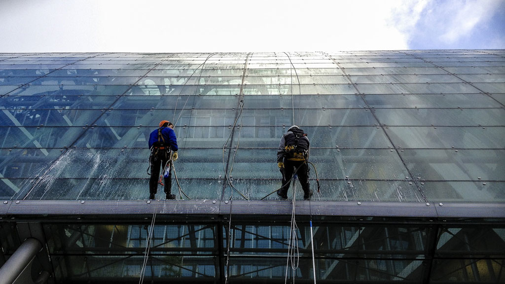 California Commercial Window Cleaning and Washing Services
