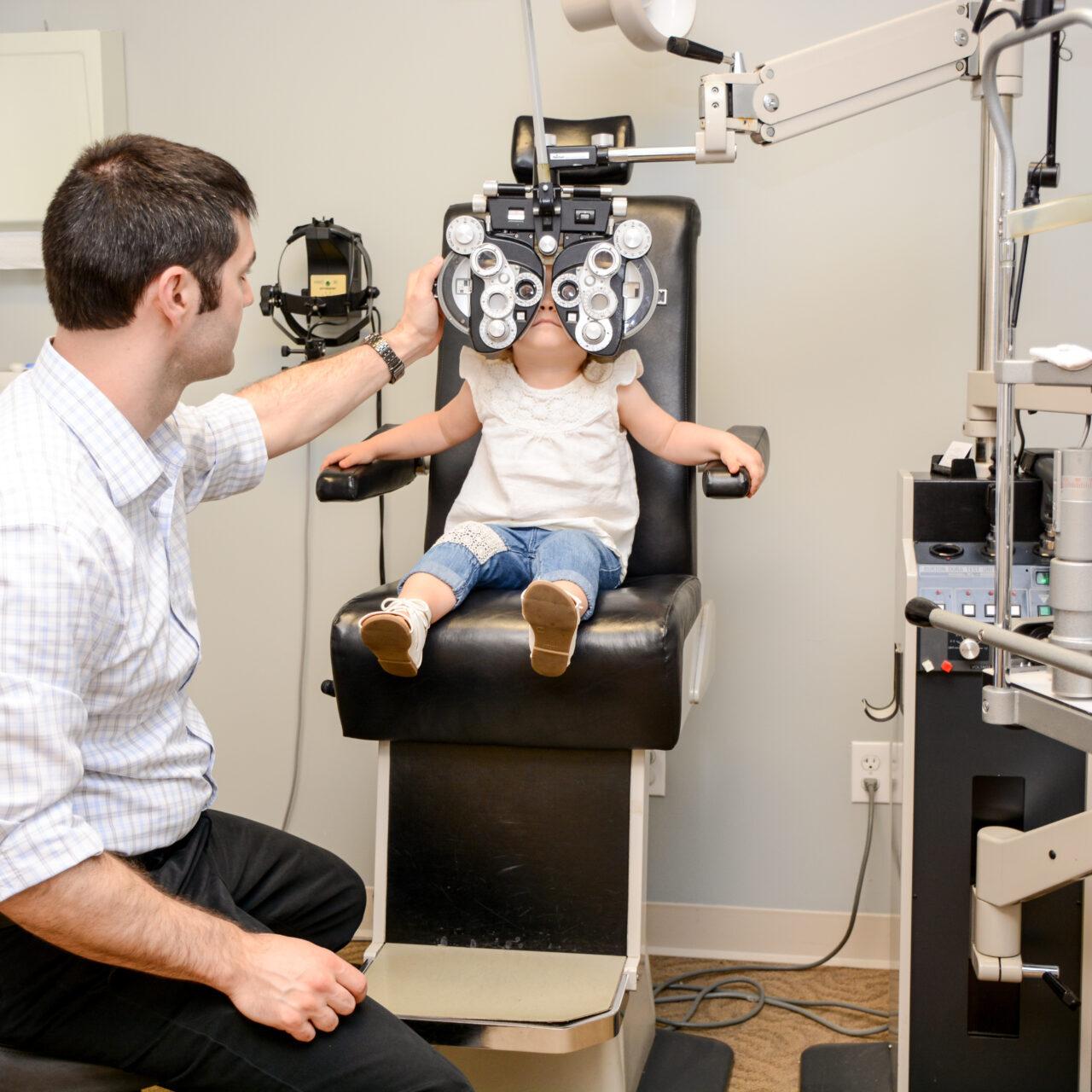 dr Thirion a pediatric eye doctor in broken arrow doing a pediatric eye exam