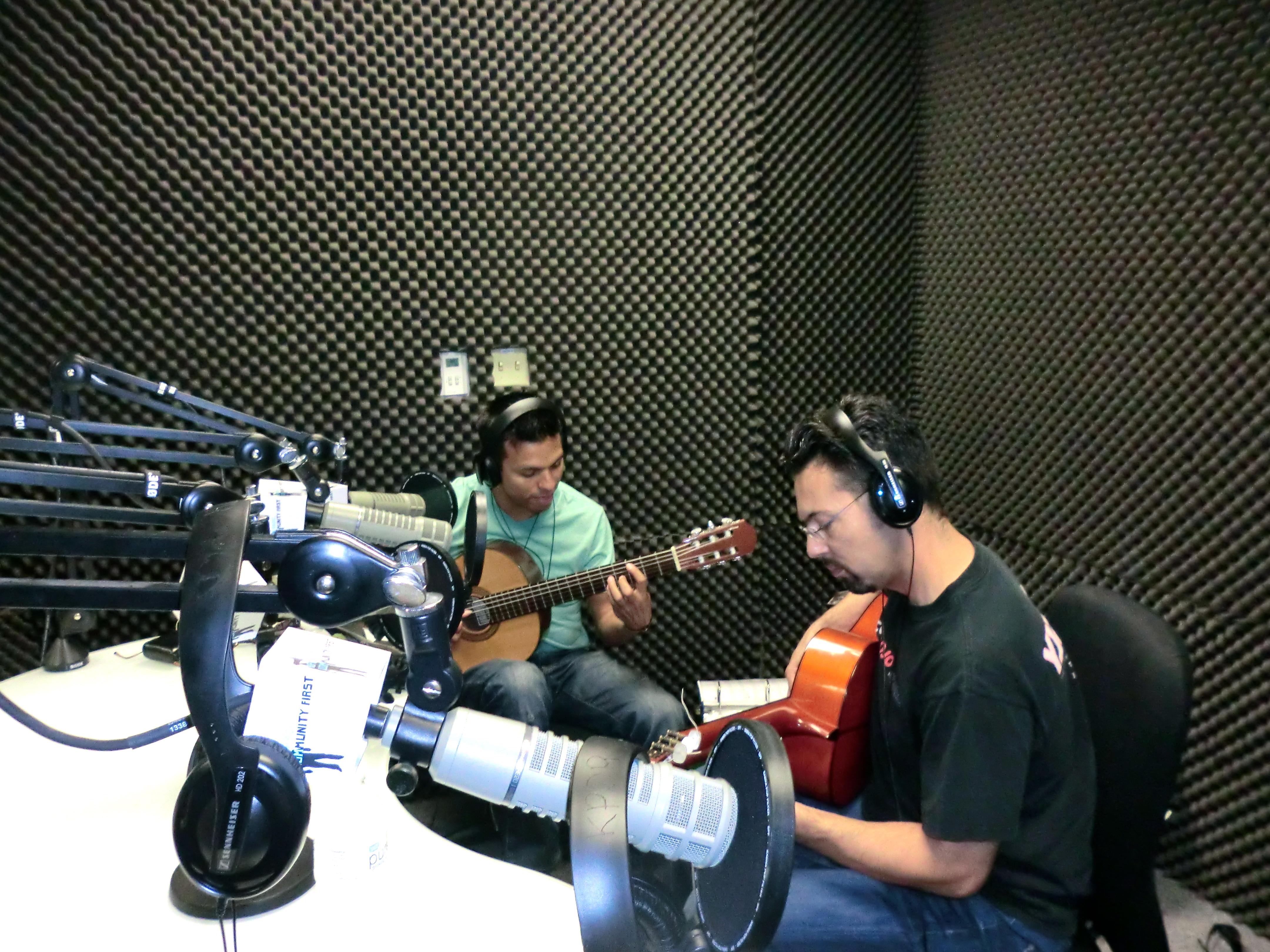 "Listen: Encuentro Latino – Season finale with musical group ""Encuentro Latino"""