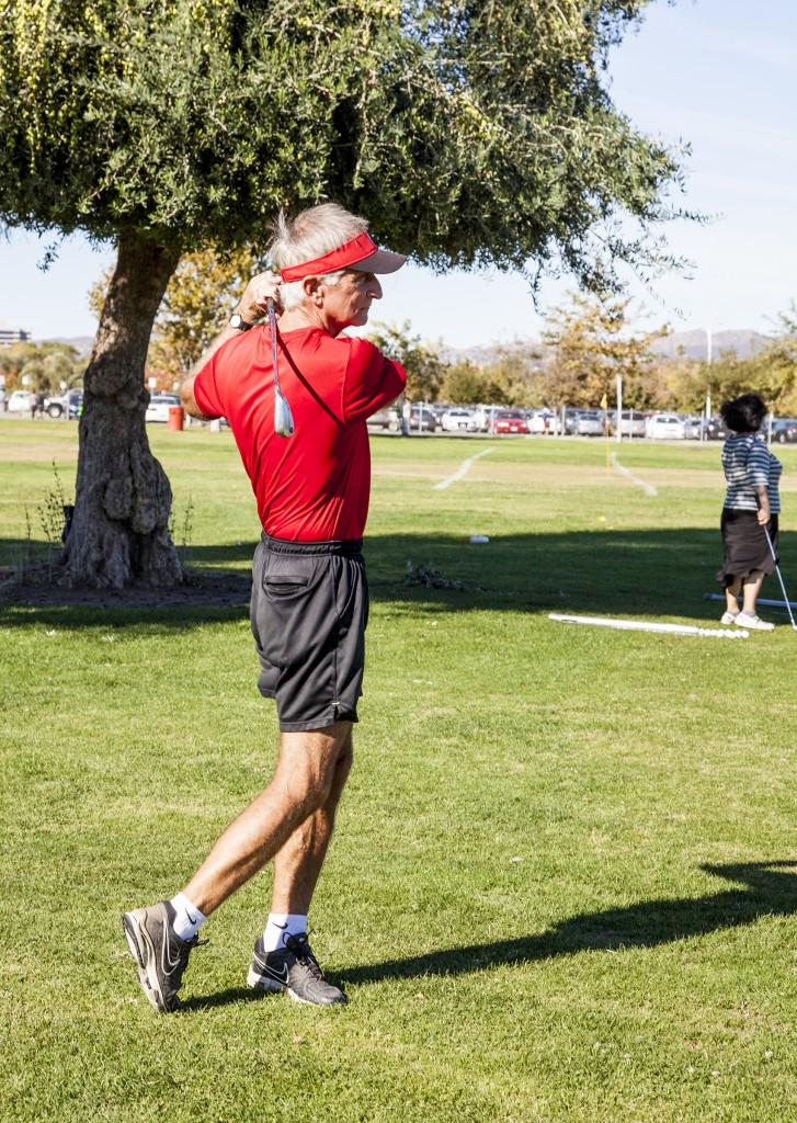 Bob Lofrano does a practice swing before his golf class at Pierce College. Photo: Lynn Levitt