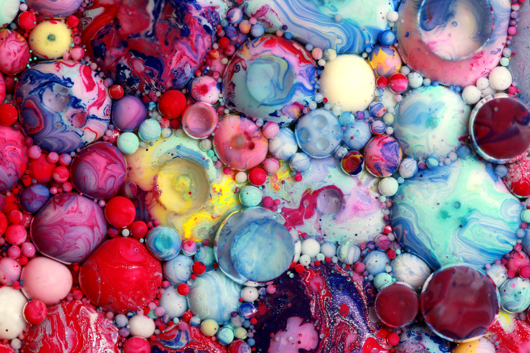 Artist Interview: Colorful and Mesmerizing Bubble Art by Seb Will Transport You To Another World!