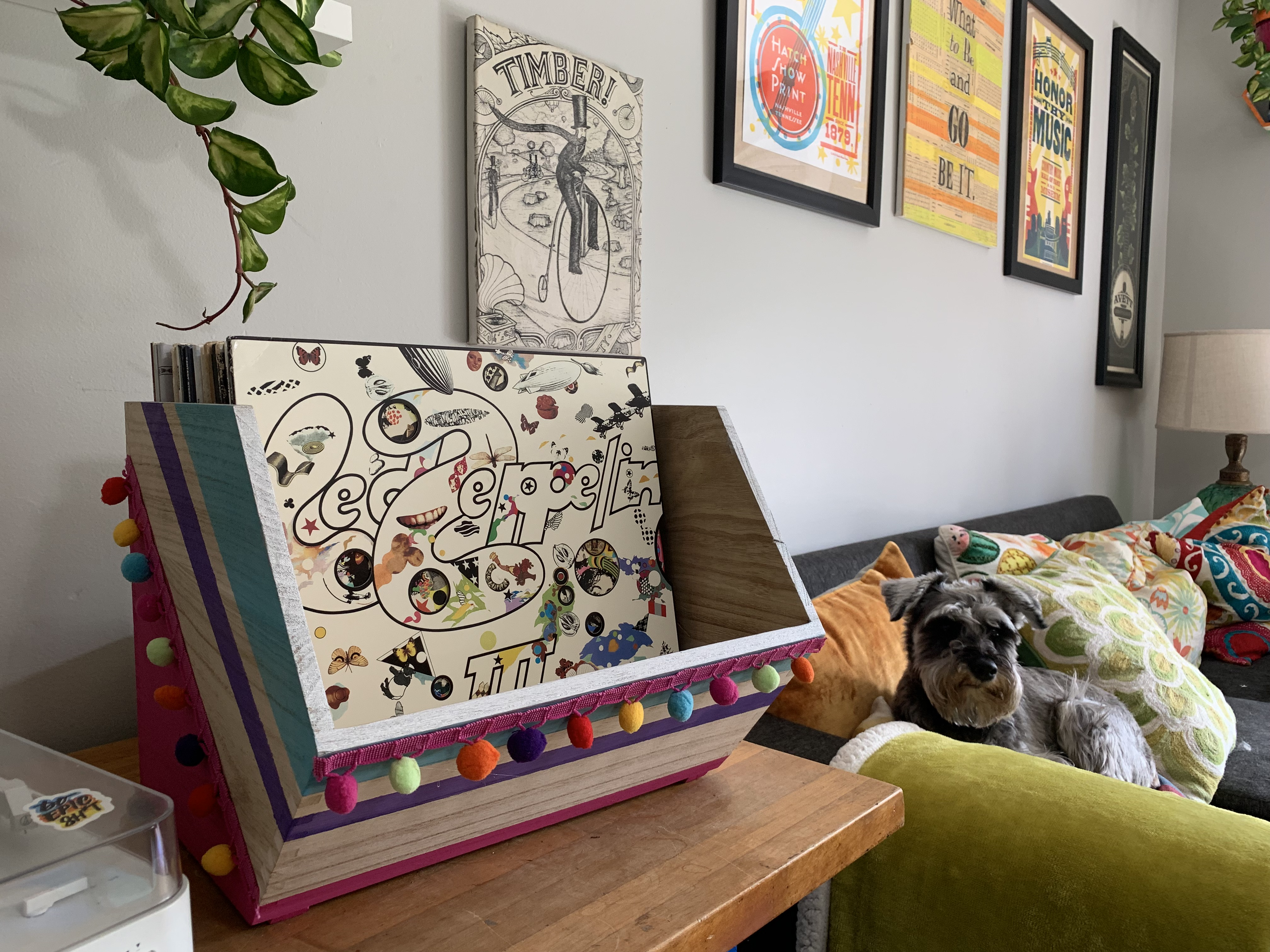 DIY: Colorful and Funky Vinyl Record Holder Box Tutorial