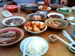 640px-Chinese_food_dishes