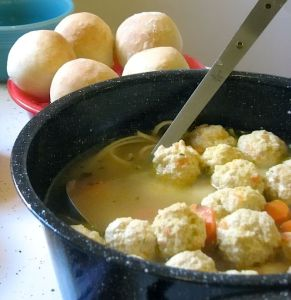 640px-Soup_with_meatballs-01