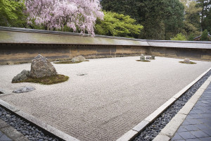 """""""Kyoto-Ryoan-Ji MG 4512"""" by Cquest - Own work. Licensed under CC BY-SA 2.5 via Wikimedia Commons."""