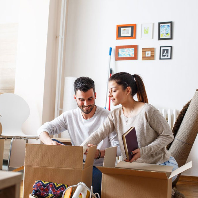 apeiros-marketing-social-media-marketing-couple-unpacking-boxes-in-their-new-apartment-square