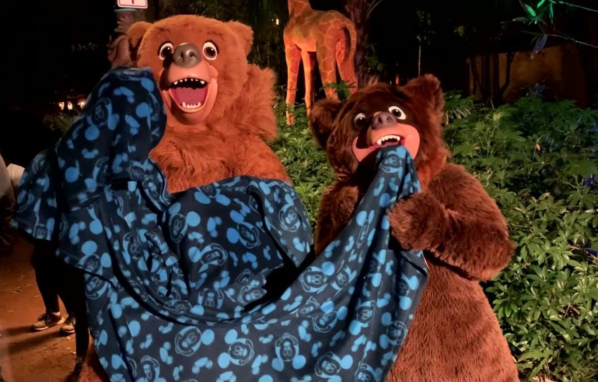 Meeting Koda and Kenai from Brother Bear at DVC Moonlight Magic 2020 in Walt Disney World