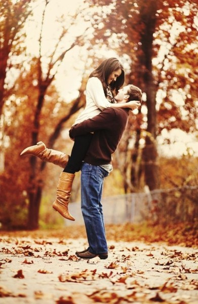 Fall Engagement Photo Ideas - Hug in the Leaves