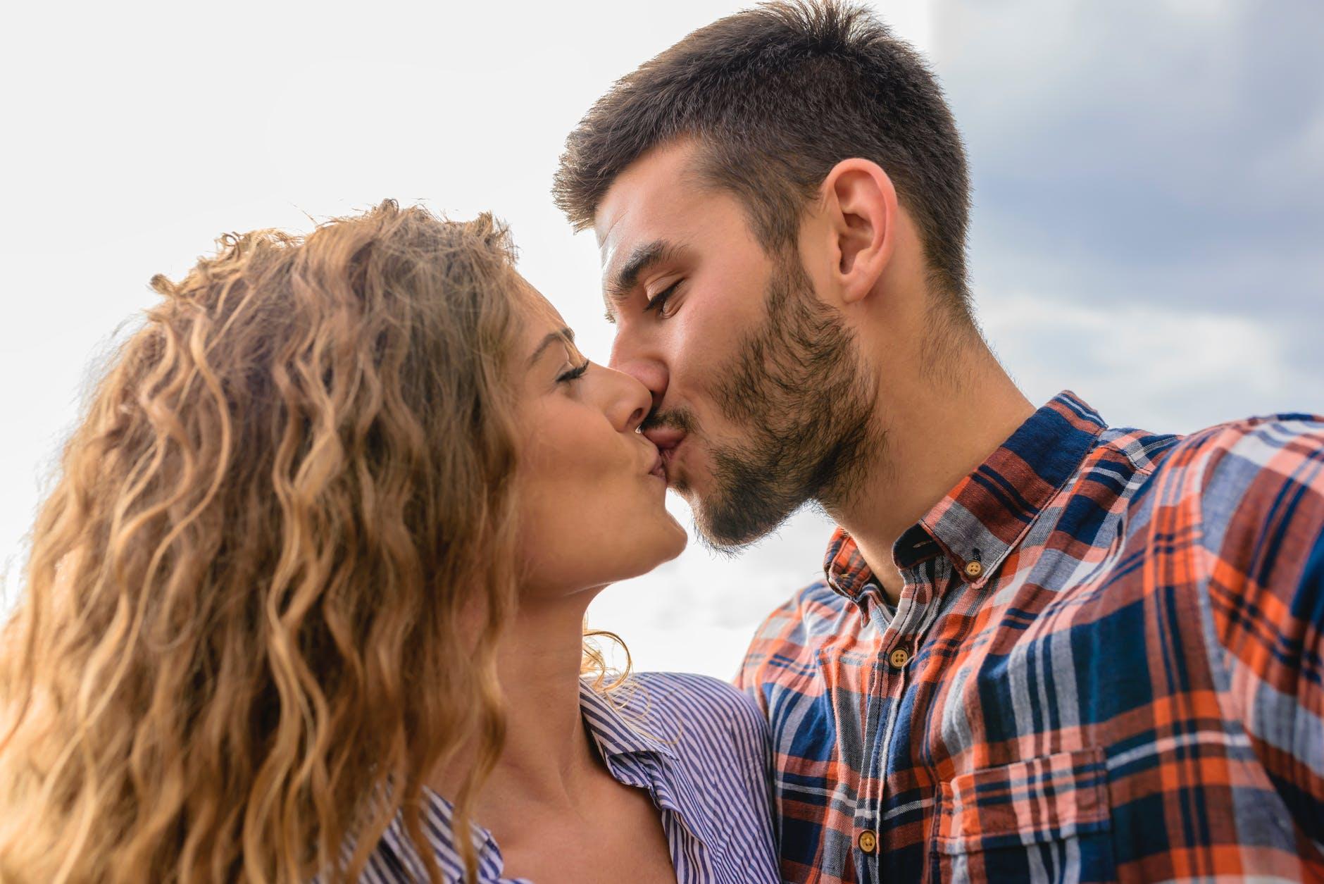 จูบนี้มีความหมาย! ไขข้อข้องใจ จูบส่วนไหนหมายถึงอะไรกันแน่ !? นิยามความรัก ทริคความรัก SEX
