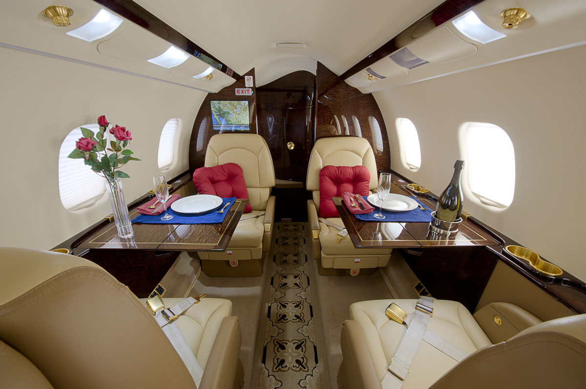 Learjet 60-XR Interior Amenities
