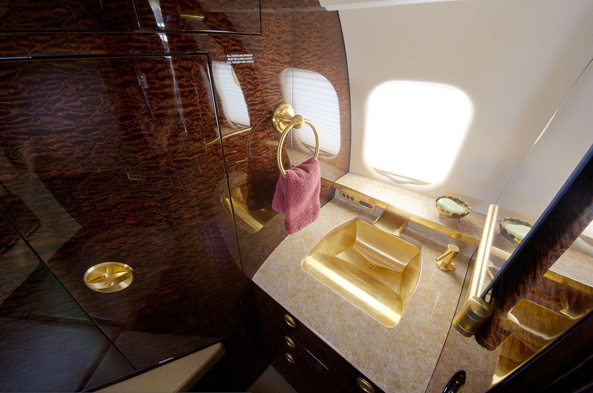 Learjet 60-XR Interior Amenities