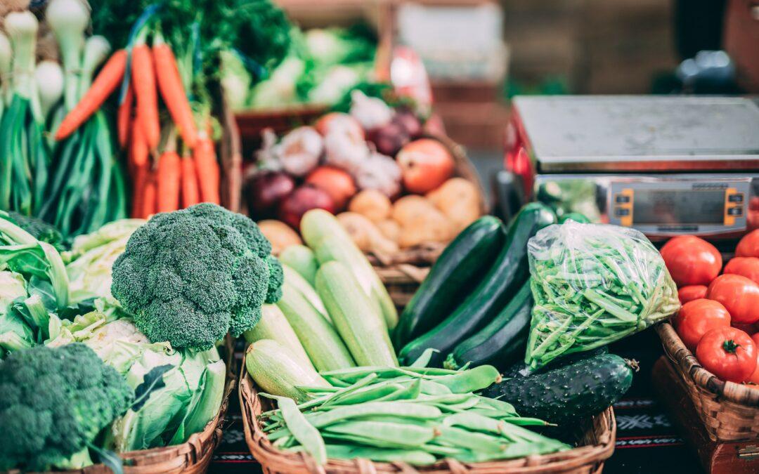 Probiotics vs Prebiotics: Everything You Need To Know
