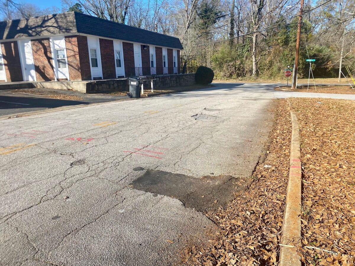 A Jonesboro street with no sidewalks